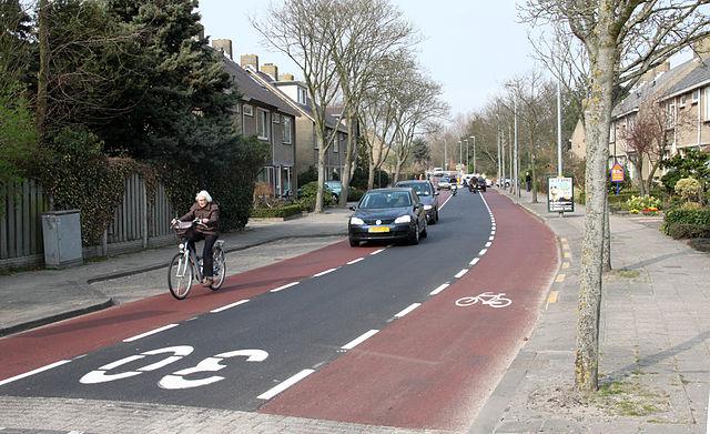 640px-fietsstrook_herenweg_oudorp